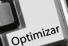 """Tecla con texto """"optimizar"""" en un teclado negro de un ordenador"""