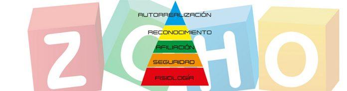 Piramide de Maslow sobre una imagen con el Logo de ZOHO