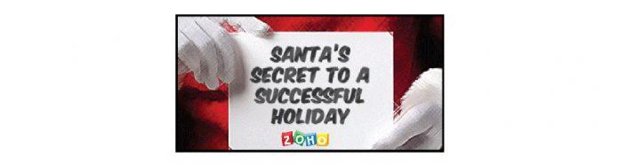 Manos de Santa Claus sujetando un cartel zoho con texto