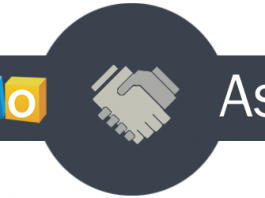 Logo de zoho assist y dibujo de dos manos estrechandose