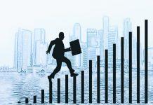 dibujo de hombre con maletin en un lago y al fondo una ciudad subiendo unas escaleras