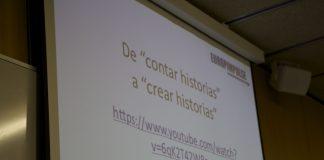 """proyector con texto """"de contar historias a crear historias"""""""