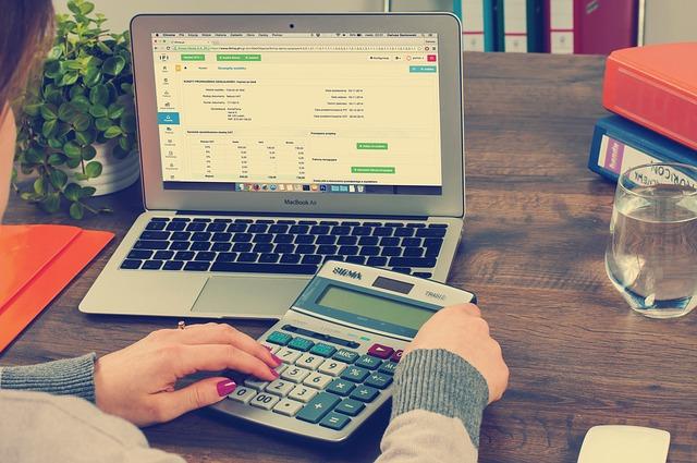 zoho-books-contabilidad-portatil-calculadora