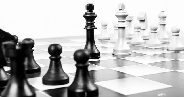 ajedrez-enemigos-competencia-zoho-sagitaz