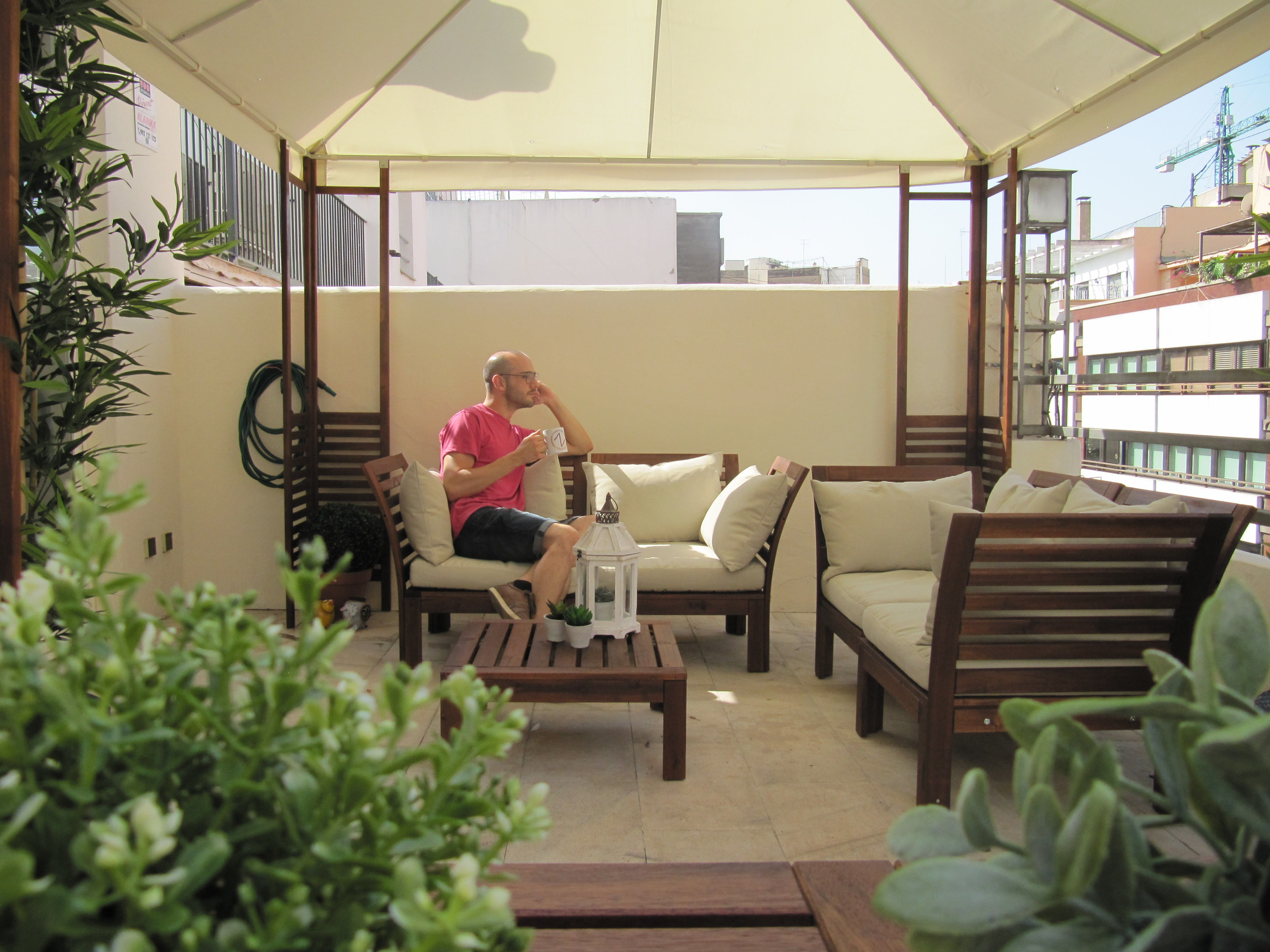 manu-taza-terraza-relax-sagitaz