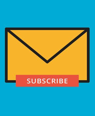 """logo de zoho forms en un sobre naranja sobre fondo azul con texto """"suscribe"""""""