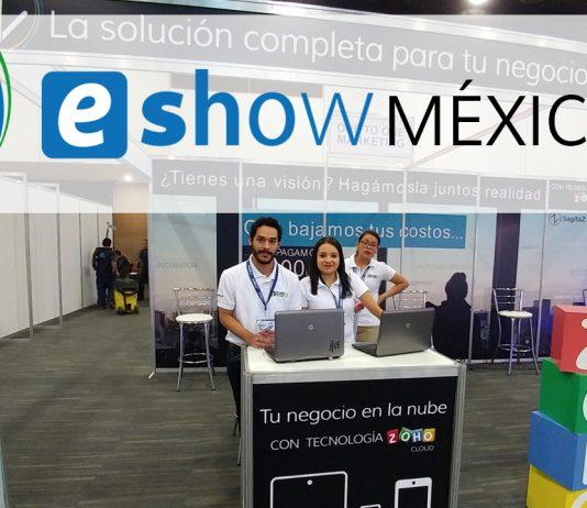Trabajadores SagitaZ en el stand de SagitaZ y Zoho en el eShow Mexico 2017