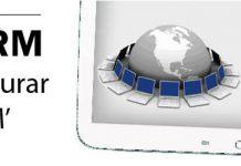 """Tablet blanca con texto en pantalla """"consultorias Online"""" y anuncio de webinar sobre zoho CRM"""