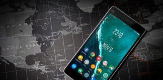 movil android con iconos redondos sobre mapa del mundo en blanco y negro